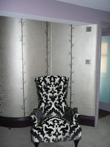 Sparkling crystal embedded wallcovering